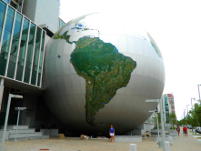 Absolutely LOVE the Daily Planet and think we need more of these functional yet artistic elements in our city.