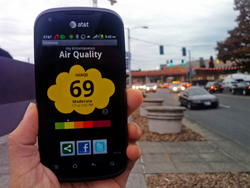 Small, portable sensors allow users to monitor exposure to pollution on their smart phones