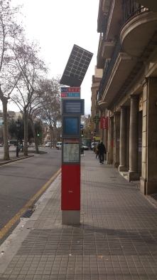 Barcelona's new solar bus stops, just 0,25 m2 of photovoltaic cell that feeds two information screens and a GPRS device