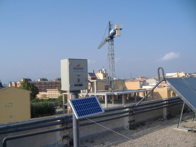 Electromagnetic sensor to measure mobile communications radiation