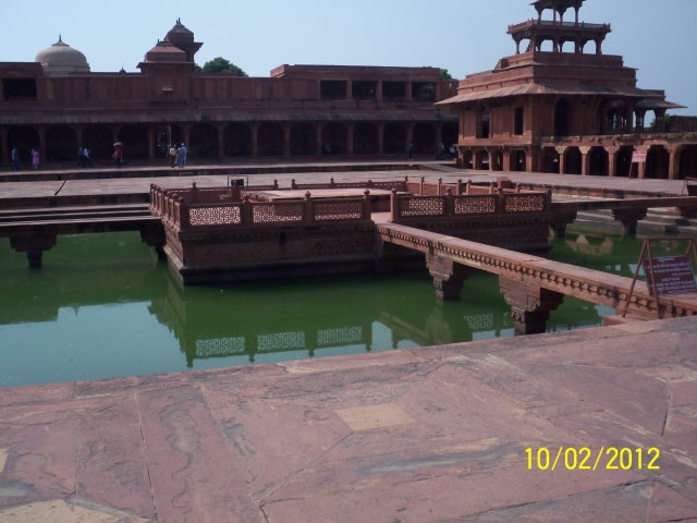 FATEHPUR SIKRI - THIS IS HOW TECHNOLOGY WAS USED EARLY TIME TO COOL THE WHOLE BUILDING BY USING WATER RESERVOIRS. ALSO SOLVED WATER SHORTAGE