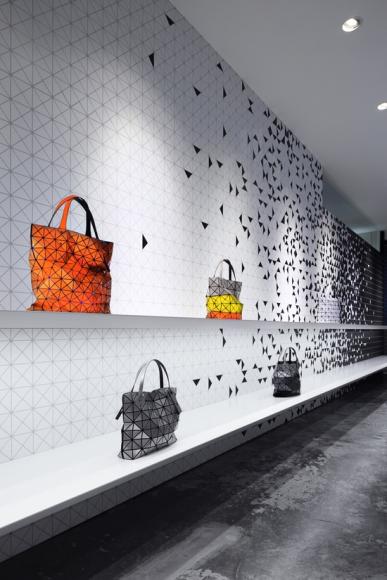 Interactive interior facade at issey miyake shinjuku by moment design.