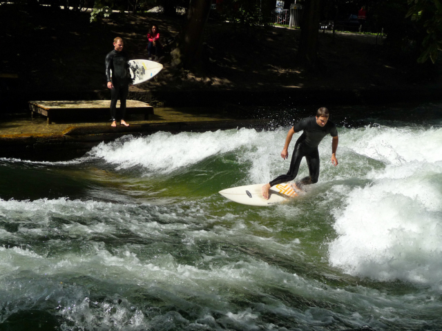 Love to surf but live far from the sea. No problem. River surfing in Munich.