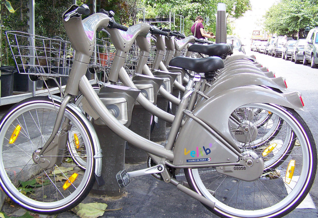 Velib, Paris, France.  (Source: Wikipedia/Wikimedia)