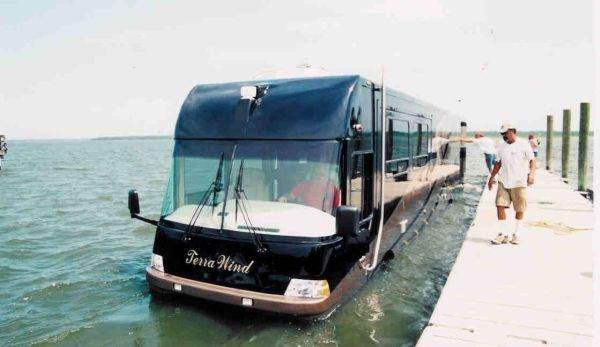 Amphibious Water Bus In Dubai. This can run on water and road.