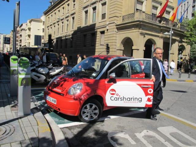 Car sharing in Pamplona. It consists of renting on line a 100% electric car for the time you need, receiving sms and email confirmation.