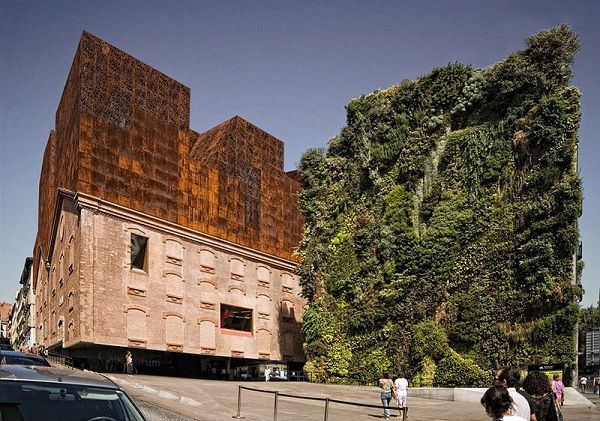 The Caixaforum Building, in Madrid (Spain) is a good example of how can live together art, tradition, urban space an environtment.