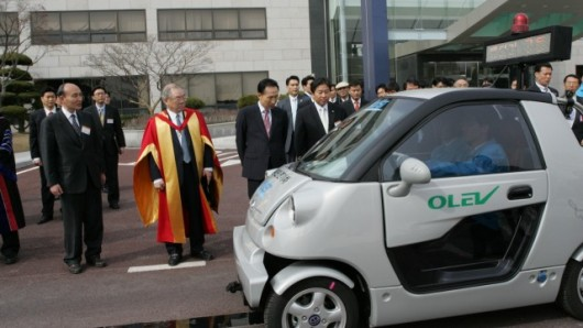 Wireless technology can now deliver electric power to moving vehicles.
