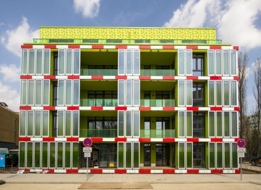 A project in Hamburg features a bio-adaptive algae facade and it will serve as a testing bed for sustainable energy