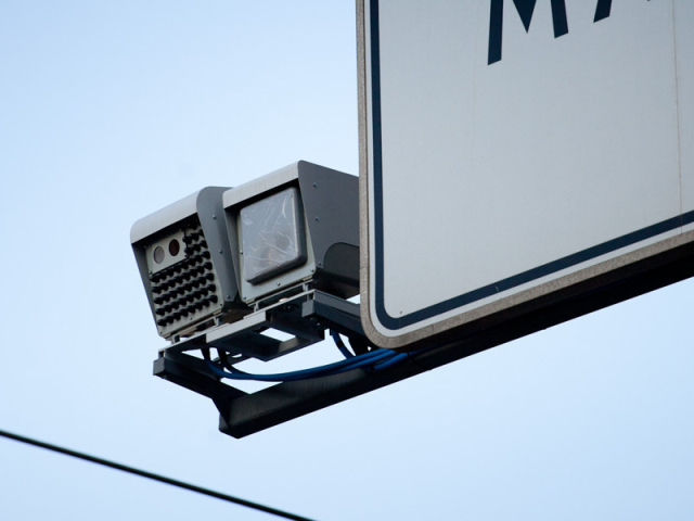 High-range speed-detecting camera with up to 8 vehicles traction. Automative plate numbers recognition and photo.