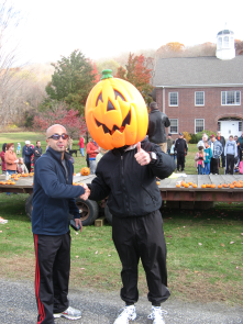 Oh there is so much fun things to do in our little state. Like the Kent 5 Mile Road Race around Halloween time.
