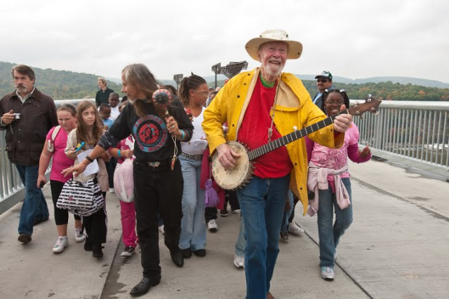 Pete Seeger with Youth opening the Walkway