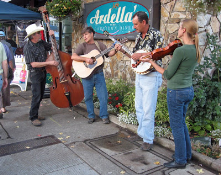 Formalize some sidewalk musicians on weekends. Combined with more outdoor eating and seating and this would make Uptown come alive at night.