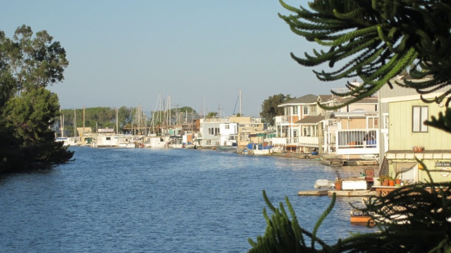 Docktown Floating Home Marina - RWC has a wonderful waterfront. Floating homes are affordable and unique, keep them.