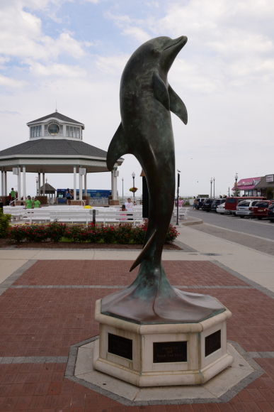 Cool dolphin statue!
